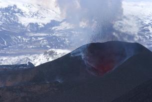 Lava erupting from Eyjafjallajokull volcano, Icelandの写真素材 [FYI03765014]