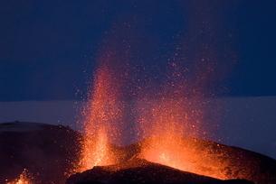 Fountaining lava from Eyjafjallajokull volcano, Icelandの写真素材 [FYI03765018]
