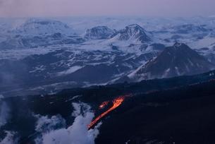 Lava flowing down mountain, Eyjafjallajokull volcano, Icelandの写真素材 [FYI03765021]