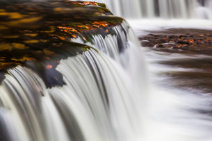 Horseshoe Falls, near Pontneddfechan, Brecon Beacons National Park, Powys, Walesの写真素材 [FYI03765112]