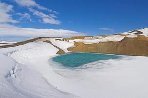 Snow covered frozen Viti (Hell) crater near Krafla power plant, Lake Myvatn, North area, Icelandの写真素材 [FYI03765207]