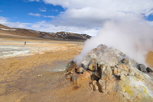 Steam jet at Namaskard thermal area, Hverarond, near Lake Myvatn, North area, Icelandの写真素材 [FYI03765209]