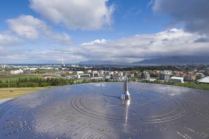 City centre and Hallgrimskirkja on skyline from Perlan viewing deck, Reykjavik, Icelandの写真素材 [FYI03765218]