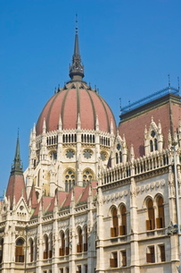 The neo-gothic Hungarian Parliament building, designed by Imre Steindl, dating from 1902, Budapest,の写真素材 [FYI03765350]