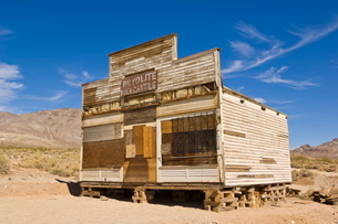 Rhyolite Mercantile, a General Store, in the ghost town of Rhyolite, a former gold mining community,の写真素材 [FYI03765368]