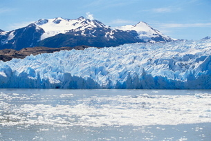 Lake Gray Glacier, Torres del Paine National Parkの写真素材 [FYI03765476]