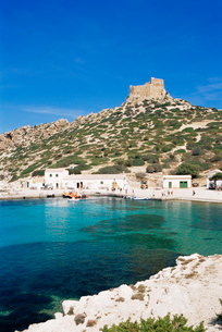 Harbour and fortress, Cabrera Island, Cabrera National Park, Balearic Islandsの写真素材 [FYI03765485]