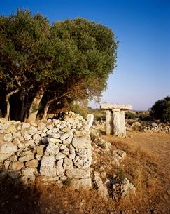Taula de Torre Trencada, prehistoric, neolithic remains of Talayotic culture, Menorca (Minorca), Balの写真素材 [FYI03765488]