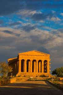 Temple of Concordia, Valley of the Temples, Agrigento, Sicilyの写真素材 [FYI03765611]