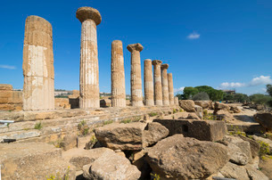 Remains of Temple of Heracles, Valley of the Temples, Agrigento, Sicilyの写真素材 [FYI03765613]