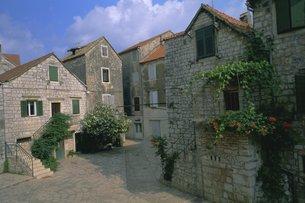 Street in the port of Stari Grad, Hvar Island, Dalmatia, Dalmatian coast, Adriaticの写真素材 [FYI03765750]