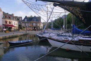 Waterfront and port area of Saint Goustan (St. Goustan), town of Auray, Golfe du Morbihan (Gulf of Mの写真素材 [FYI03765766]