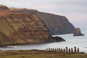 Ahu Tongariki where 15 moai statues stand with their backs to the ocean, Easter Islandの写真素材 [FYI03765791]