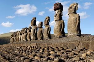 Ahu Tongariki where 15 moai statues stand with their backs to the ocean, Easter Islandの写真素材 [FYI03765799]