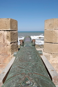 Old cannon, Skala of the Kasbah a mighty crenellated bastion, 300 metres in length, built on the cliの写真素材 [FYI03765830]