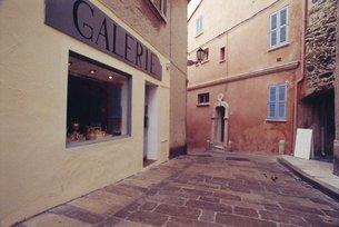 Galerie, St. Tropez, Cote d'Azur (Grainy)の写真素材 [FYI03765908]