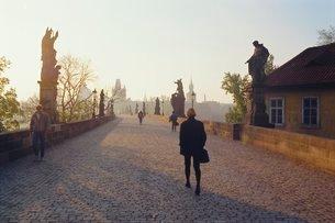Charles Bridge, Prague (Grainy)の写真素材 [FYI03765993]