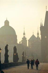 Charles Bridge, Prague (Grainy)の写真素材 [FYI03766005]