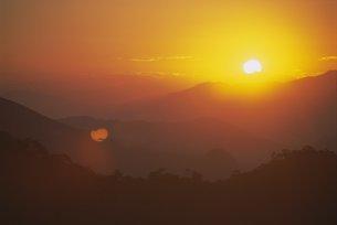 Sunset over Amazon, Brazilの写真素材 [FYI03766121]