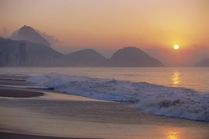 Copacabana Beach, Rio de Janeiro, Brazilの写真素材 [FYI03766126]
