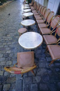 Chairs and tables, Parisの写真素材 [FYI03766166]