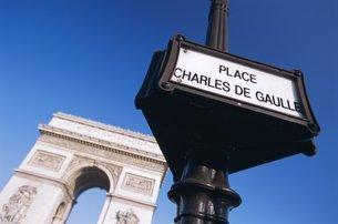 Place Charles de Gaulle and the Arc de Triomphe, Parisの写真素材 [FYI03766167]