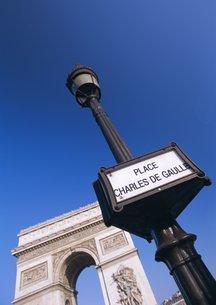 Place Charles de Gaulle and the Arc de Triomphe, Parisの写真素材 [FYI03766168]