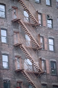 Fire escape stairways, New York, USA'の写真素材 [FYI03766182]