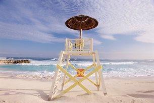 Lifeguard tower, Cabbage Beach, Nassau, New Providence Island, Bahamasの写真素材 [FYI03766210]
