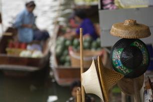 Hats on Bamboo, Bangkok, Thailandの写真素材 [FYI03766434]