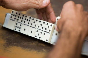 Playing Dominos, Havana, Cubaの写真素材 [FYI03766463]