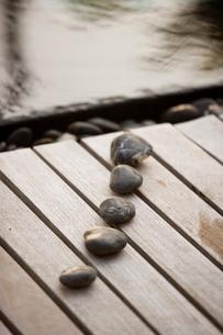 Stones on a Boardwalk, Maldivesの写真素材 [FYI03766516]