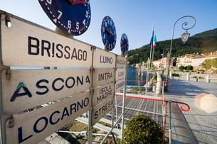 Ferry stand, Lake Maggiore, Italian Lakesの写真素材 [FYI03766570]