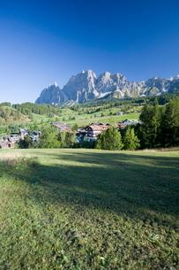 Meadow, Dolomitesの写真素材 [FYI03766598]