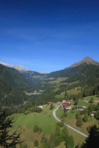 Mountain road, Dolomitesの写真素材 [FYI03766796]