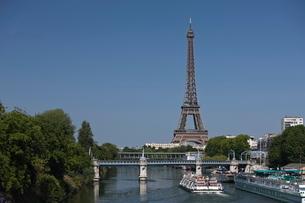 River Seine and Eiffel Tower, Parisの写真素材 [FYI03766853]