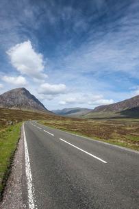 Road through Glencoe, Scotlandの写真素材 [FYI03766918]
