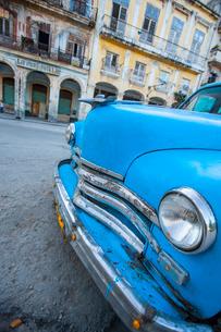 Blue car, Havana, Cuba, Caribbeanの写真素材 [FYI03766939]