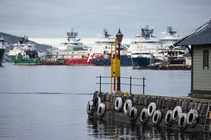 Oil industry vessels in dock, Bergen, Norway, Scandinaviaの写真素材 [FYI03766978]