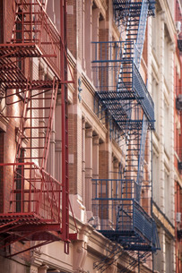 Soho fire escapes, New York'の写真素材 [FYI03767023]
