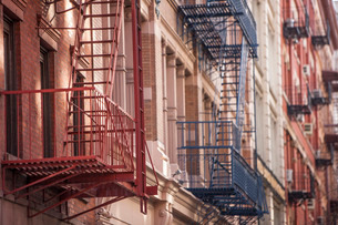 Fire escapes in Soho, New York'の写真素材 [FYI03767024]