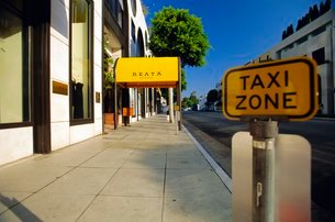 Taxi Zone sign, Rodeo Drive, Beverly Hills, California, USAの写真素材 [FYI03767180]