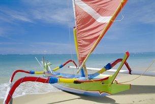Boat on beach, Bali, Indonesiaの写真素材 [FYI03767212]