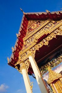 Thai Temple, Phuket, Thailandの写真素材 [FYI03767235]