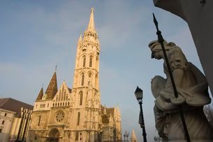 Statue and St. Matthias church, Castle Hill area, Budapest, Hungaryの写真素材 [FYI03767242]
