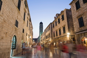 Old Town Placa pedestrian promenade and bell tower, Dubrovnik, UNESCO World Heritage, Dalmatiaの写真素材 [FYI03767266]