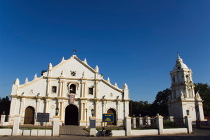 St. Pauls Cathedral dating from 1574 and tower in earthquake Baroque style, Vigan City, Ilocos Proviの写真素材 [FYI03767314]