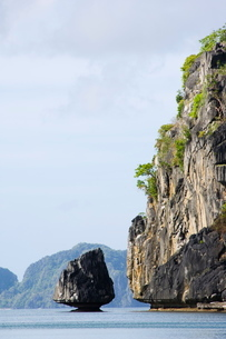 Unusual limestone rock formations near Corong, Bacuit Bay, El Nido Town, Palawan Province, Philippinの写真素材 [FYI03767325]
