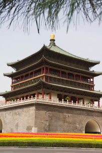 Bell Tower dating from 14th century rebuilt by the Qing in 1739, Xian City, Shaanxi Provinceの写真素材 [FYI03767375]