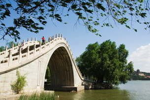Jade Belt Bridge built during Emperor Qialong's reign in the 18th century, at Yihe Yuan (The Summerの写真素材 [FYI03767404]